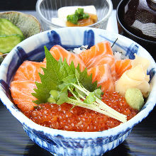 鮭魚卵和鮭魚親子蓋飯