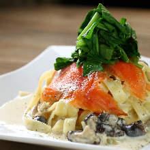 鮭魚蘑菇奶油義大利麵