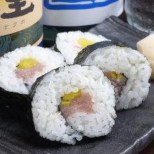 鮪魚腹醃蘿蔔捲壽司