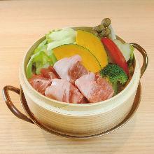 蒸籠蒸蔬菜與豬肉