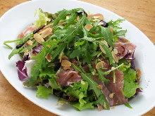 芝麻菜生火腿沙拉