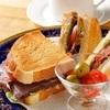 炙烤半熟牛肉三明治