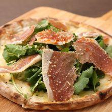 生火腿芝麻菜披薩