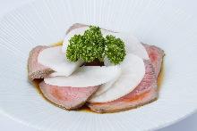 烤羊肉配蘿蔔片 醬油沙拉醬
