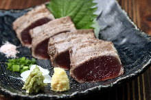 稻草熏烤鰹魚