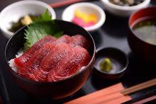醃漬鮪魚蓋飯