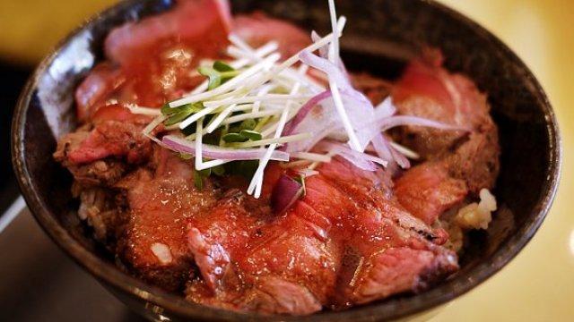 東京、橫濱、大阪、福岡必吃的 7 大炭烤牛丼和牛排丼!