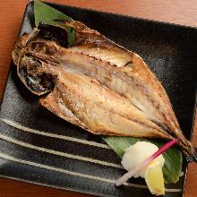開口竹莢魚