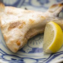 鹽烤鰤魚下巴