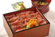 烤牛肉盒飯