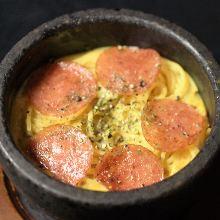 胡椒意式臘腸石鍋起司培根義大利麵