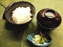 白飯和味噌湯
