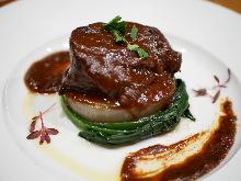 紅葡萄酒燉牛頰肉